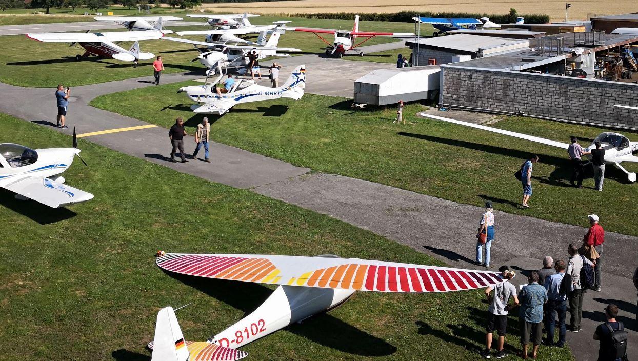 Vereinsflugzeuge und Gäste